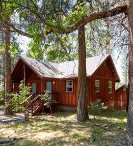Deluxe King Cabin Exterior (Kim Carroll)